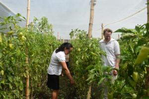 Programkoordinator Asia/Afrika, Aron Halfen på feltbesøk i El salvador. Foto Caritas Norge