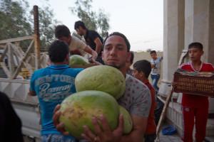 På flukt: Hjelper til på kjøkkenet ved et forsamlingshus ved St. Johannes Døperen kirke. Foto: Caritas Internationalis
